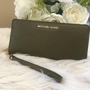 Michael Kors LG Jet set continental Olive wallet